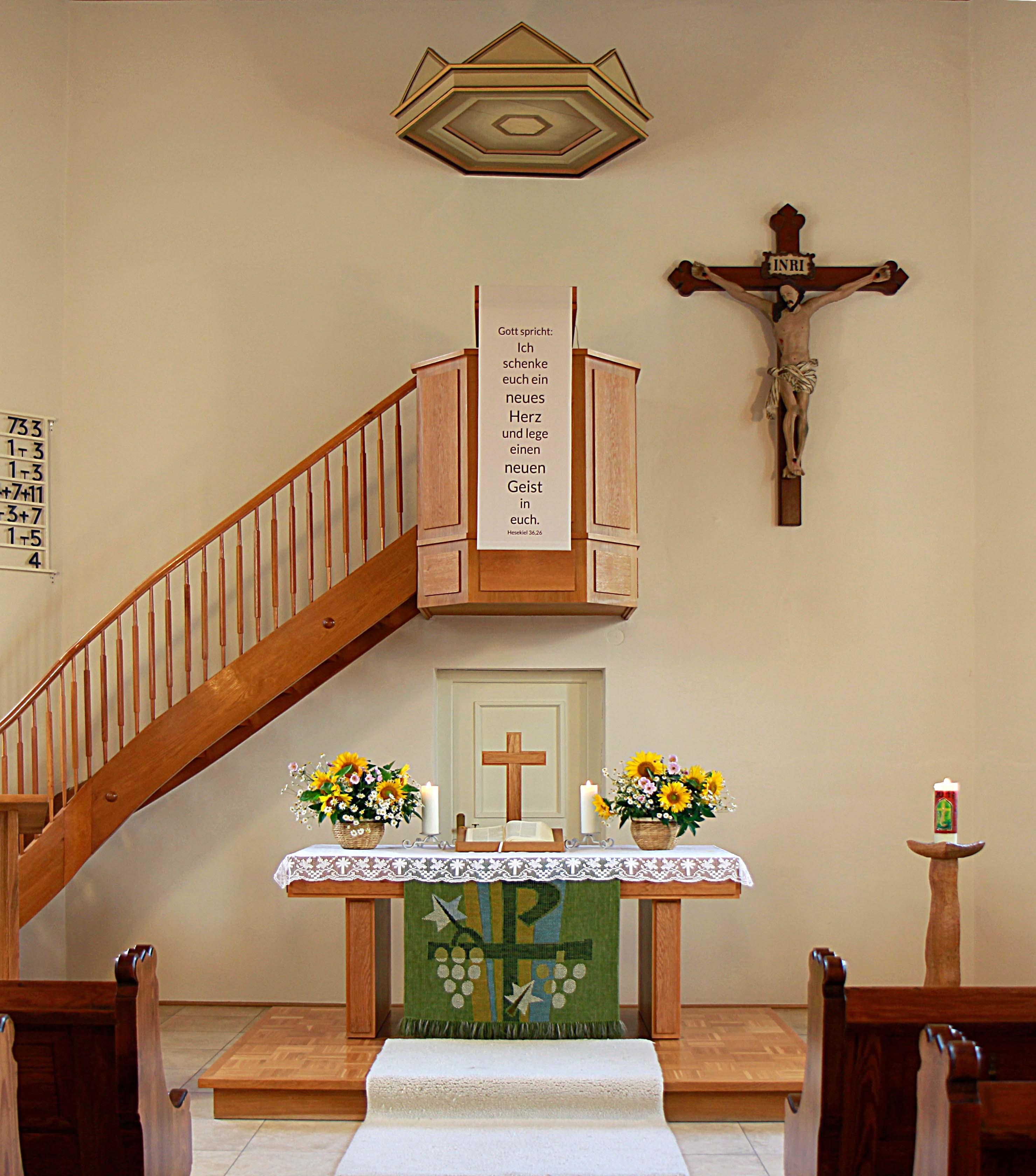 Innenraum der evangelischen Kirchengemeinde Zang