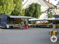 Zwei Stände des Königsbronner Wochenmarktes